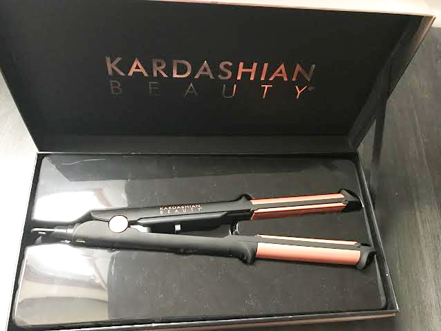 Le lisseur boucleur 2 en 1 de Kardashian Beauty a l'huile de nigele